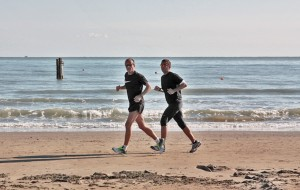 Di-Mundo-Trainer-Running-Beach